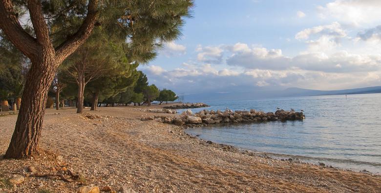 Prekrasna villa za odmor, smještena na samom moru tik uz šljunčanu plažu, san.
